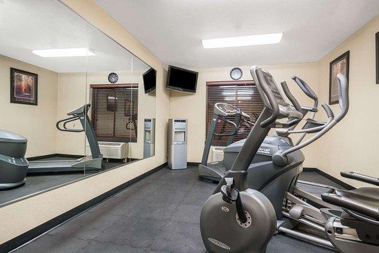 Super 8 by Wyndham Wausau: Fitness Center