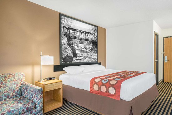 Super 8 by Wyndham Wausau: Guest room
