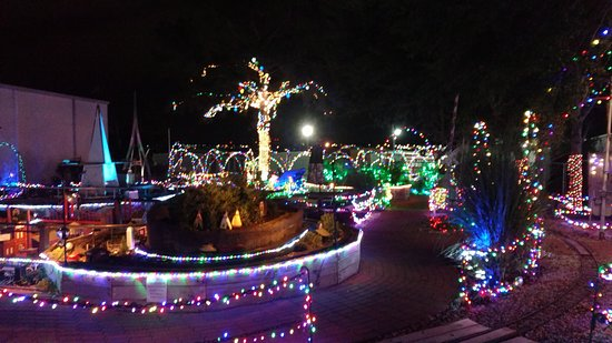 Mississippi Coast Model Railroad Museum: Some of the outside exhibits decorated for the holidays.