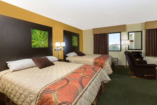 Perry, IA: Guest room