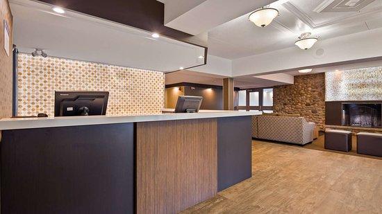 Best Western Plus Ottawa Kanata Hotel & Conference Centre: Front Desk
