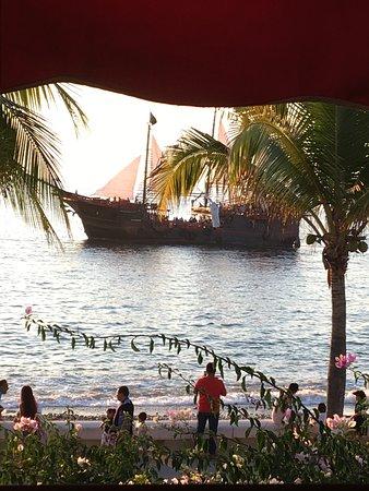 La Dolce Vita: Pirate Ship on the Bay