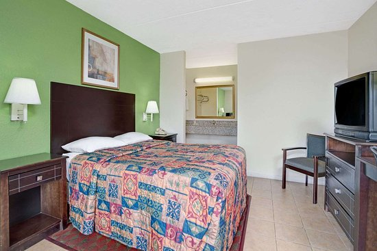 Super 8 by Wyndham Jacksonville South: 1 Queen Bed Room