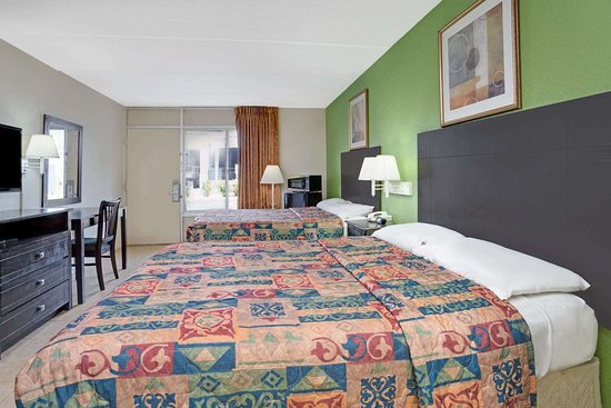 Super 8 by Wyndham Jacksonville South: 2 Queen Bed Room