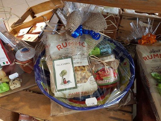 Sankt Leon-Rot, Niemcy: Geschenke werden liebevoll verpackt