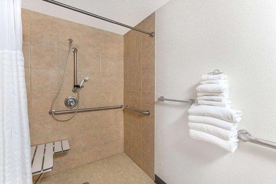Creston, IA: Guest room bath