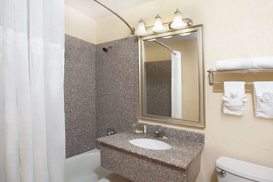 Northlake, IL: Bathroom