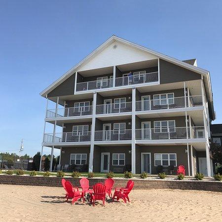 Cherry Tree Inn & Suites: photo1.jpg