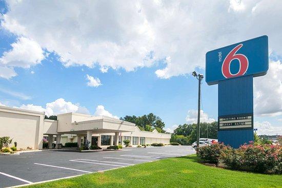 Motel 6 Conyers GA: exterior