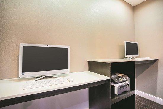 La Quinta Inn & Suites Russellville: Business center