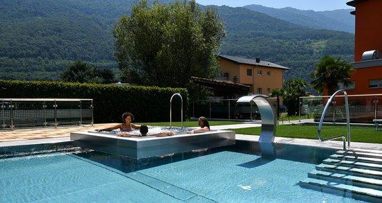 Sant'Antonino, Svizzera: piscina con idromassaggio