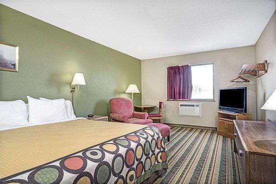 Glencoe, MN: 1 King Bed Room