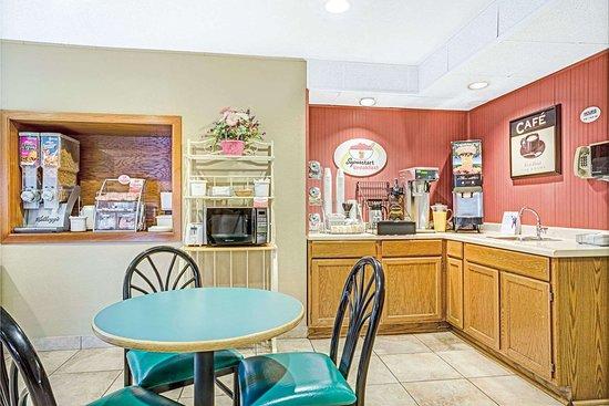 Glencoe, MN: Breakfast Area