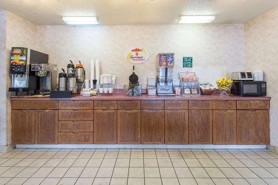 Super 8 by Wyndham Racine: Property amenity