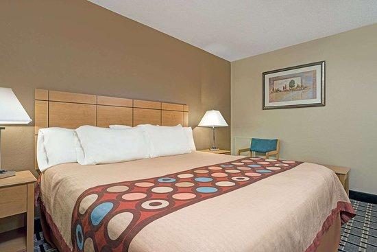 Melrose, MN: 1 King Bed Room