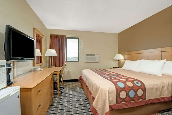 Melrose, MN: 1 King Bed Room