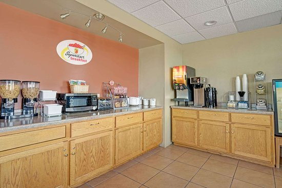 Melrose, MN: Breakfast Area