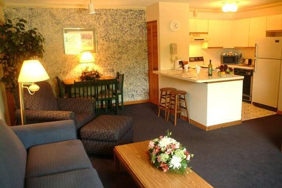 Groton Inn and Suites: One Bedroom Apartment