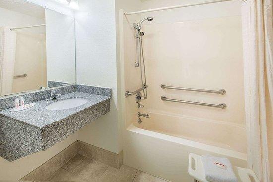 Super 8 by Wyndham Danville: Accessible Bathroom
