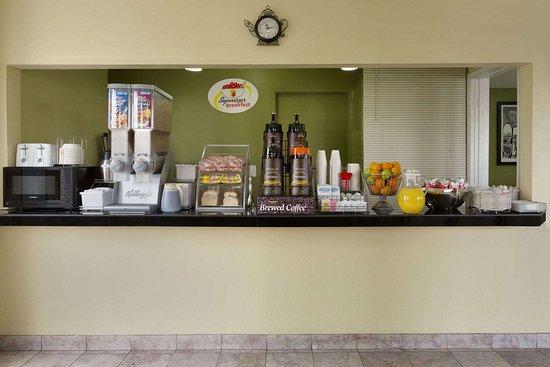 Super 8 by Wyndham Ridgecrest: Breakfast Area