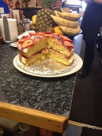 South Ayrshire, UK: Traditional Victoria. Cake