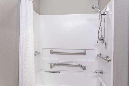 Rainsville, AL: Guest room bath