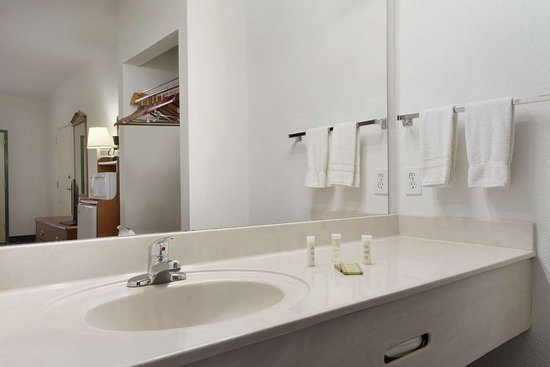 Chatsworth, GA: Bathroom