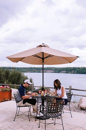 Biwabik, Миннесота: Wacootah Grille patio dining