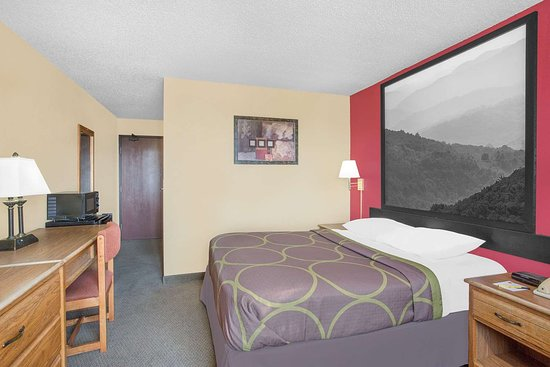 Super 8 by Wyndham Roanoke VA: Guest room