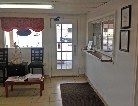 Delmar, MD: Front Desk