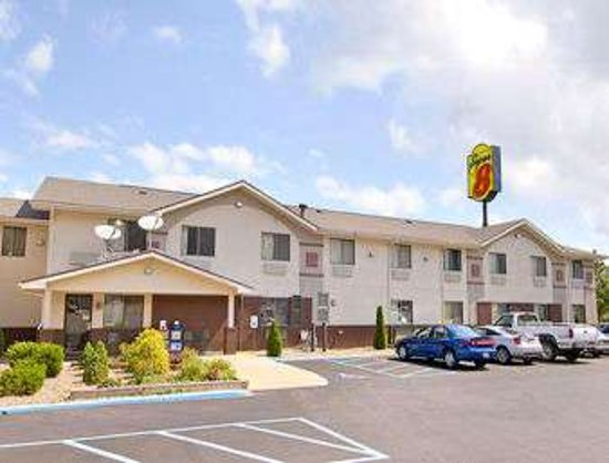 Super 8 by Wyndham Weston WV