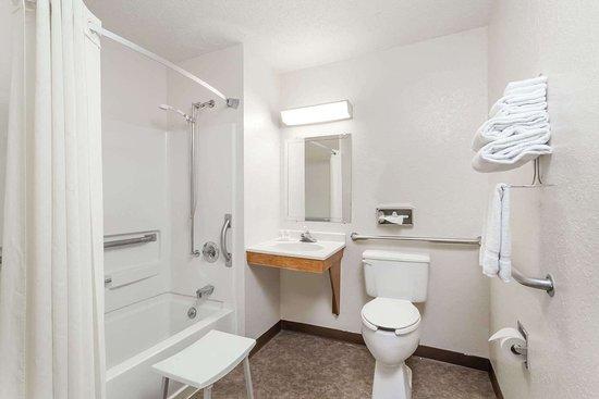 Sidney, Нью-Йорк: Guest room bath