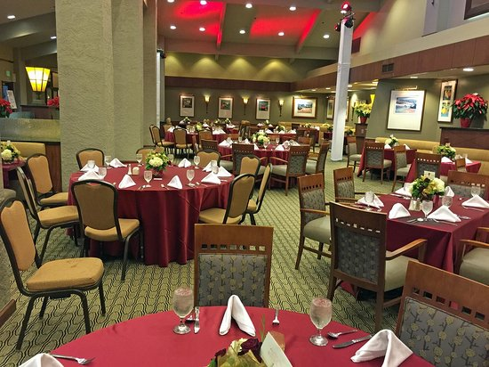 DoubleTree by Hilton Bakersfield: 1600 Bar and Grille
