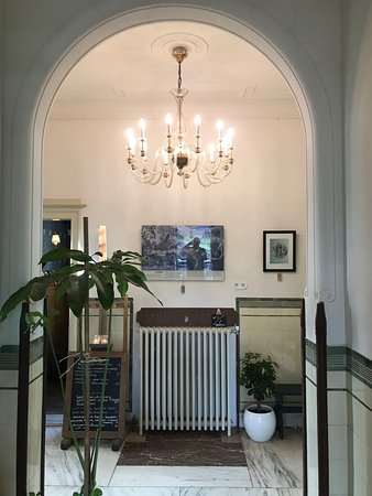 Thuis Aan de Amstel: Hallway