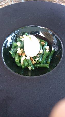 Vallieres-les-Grandes, France : Salade de haricots verts & oeuf mollet