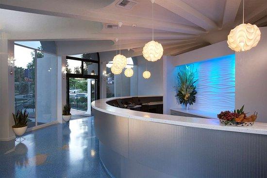 Howard Johnson Anaheim Hotel and Water Playground: Reception