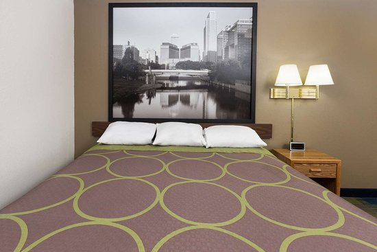 Super 8 by Wyndham Columbus: Guest room