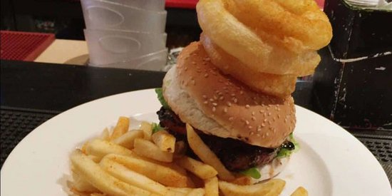 Bellville, South Africa: At Tipples, we have the most spectacular burgers. Half Price Special every Thursday.