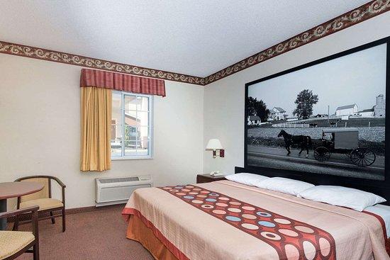 Super 8 by Wyndham Harrisburg Hershey North: 1 King Bed Room