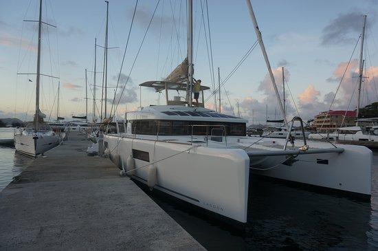 Dream Yacht Charter: 52 Lagoon