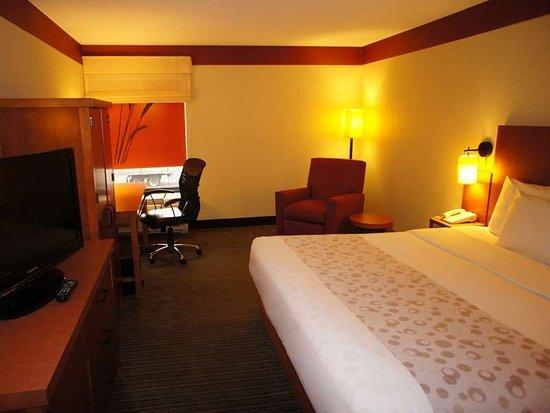 La Quinta Inn Amp Suites Charlotte Airport North Updated