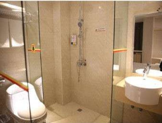 Ezhou, China: Bathroom