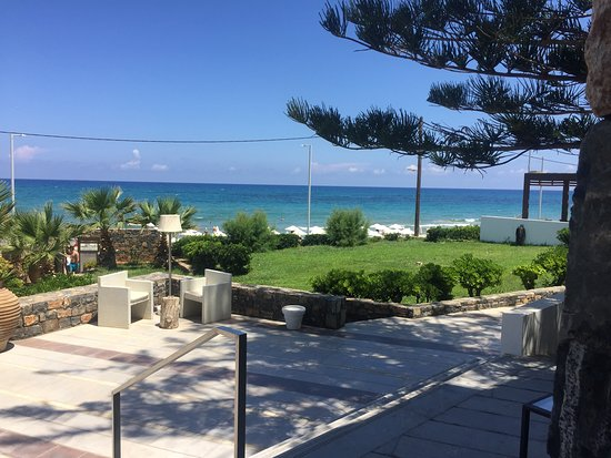 The Island Hotel: view towards beach from reception