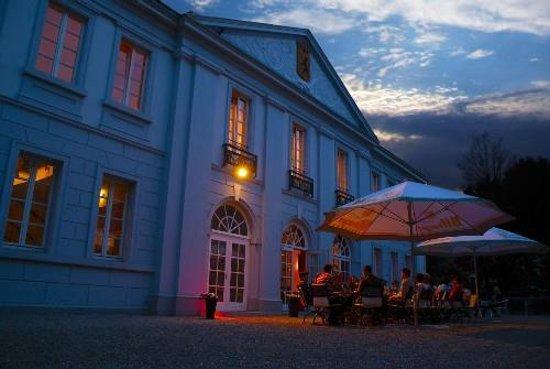 Eschweiler, Tyskland: Hotel Exterior at Night