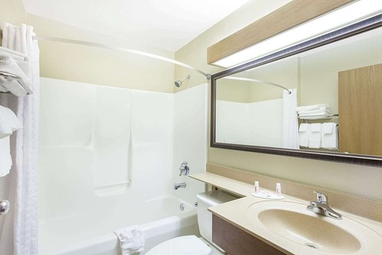 Pounding Mill, VA: Guest room bath