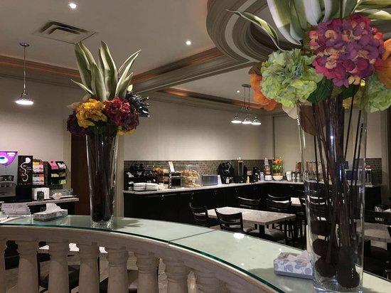 Best Western Plus Travel Hotel Toronto Airport : Breakfast Area