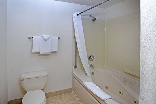 Depoe Bay, OR: Bathroom in guest room