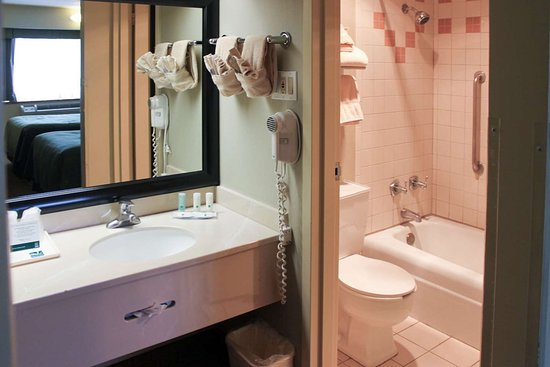 Window Rock, AZ: Bathroom in guest room