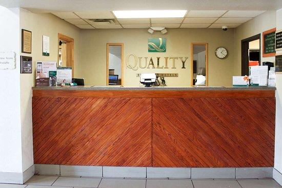 Window Rock, AZ: Front desk with friendly staff