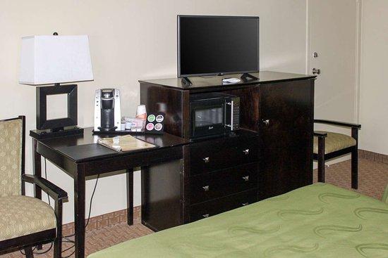 Window Rock, AZ: Guest room with added amenities